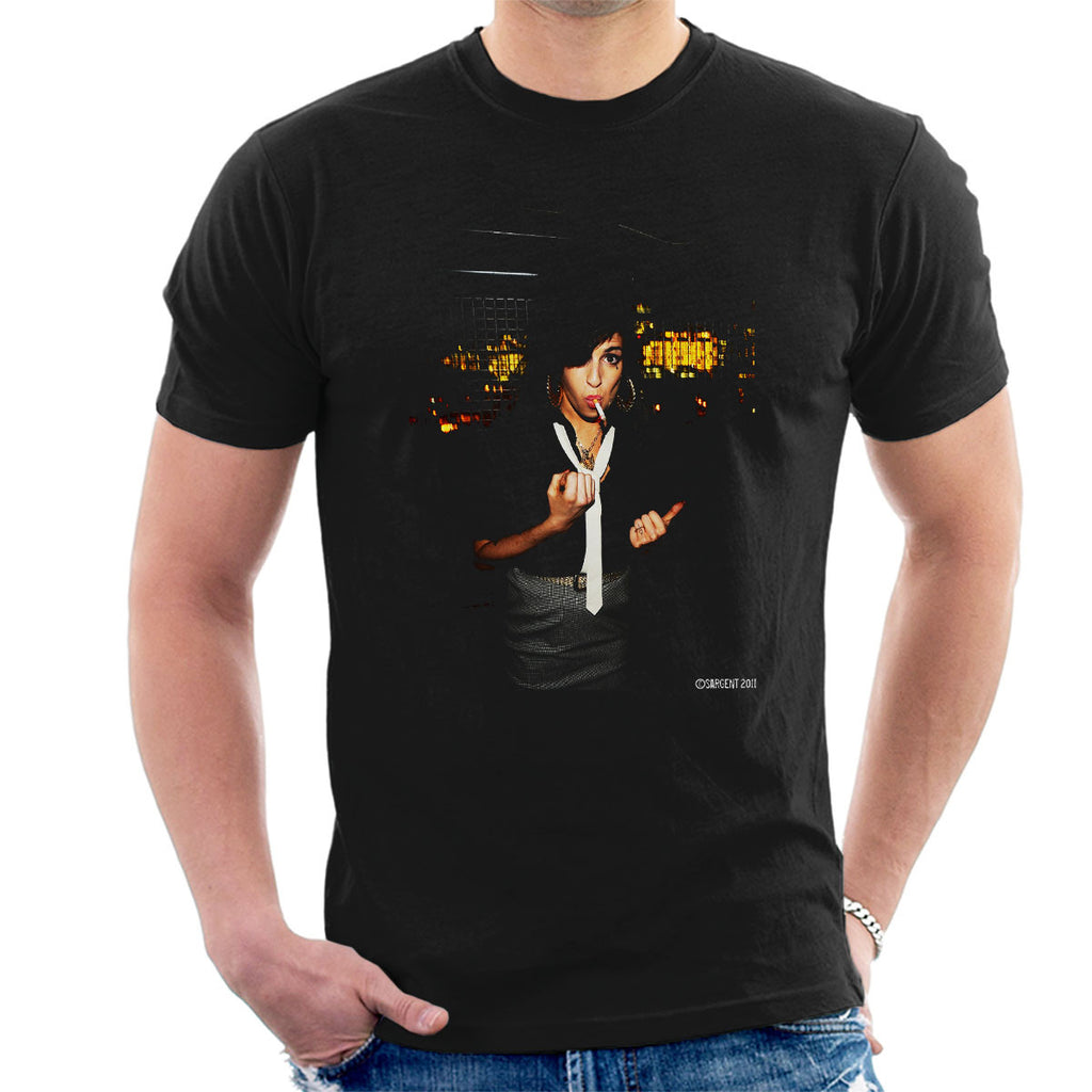 Amy Winehouse Smoking Men's T-Shirt