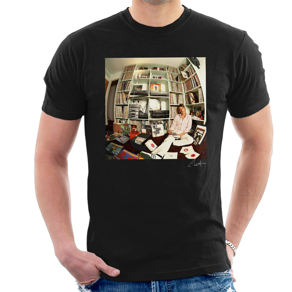 Paul Weller With Record Collection Men's T-Shirt