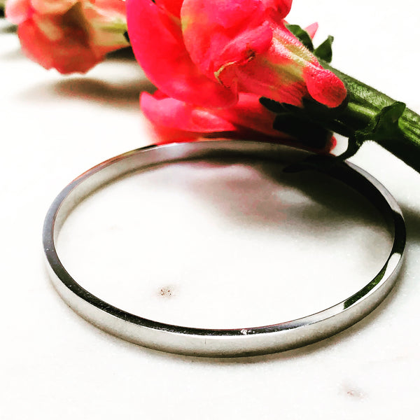 14K White Gold Bangle Bracelet.