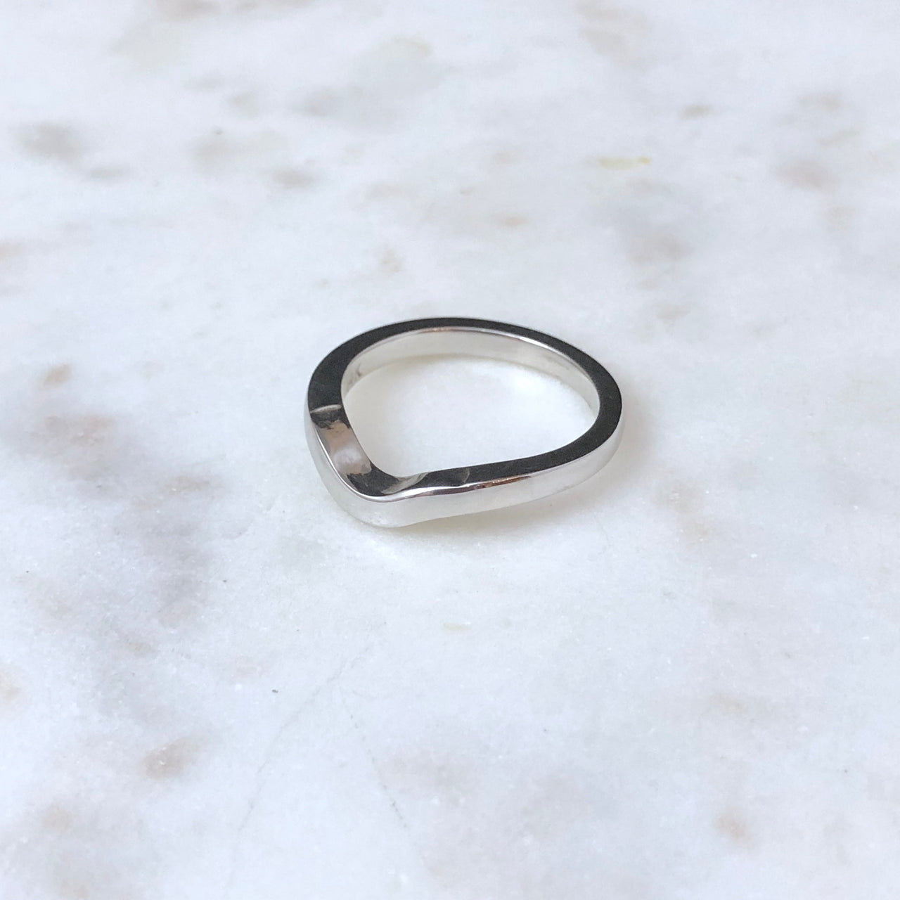 14K White Gold Fitted band.