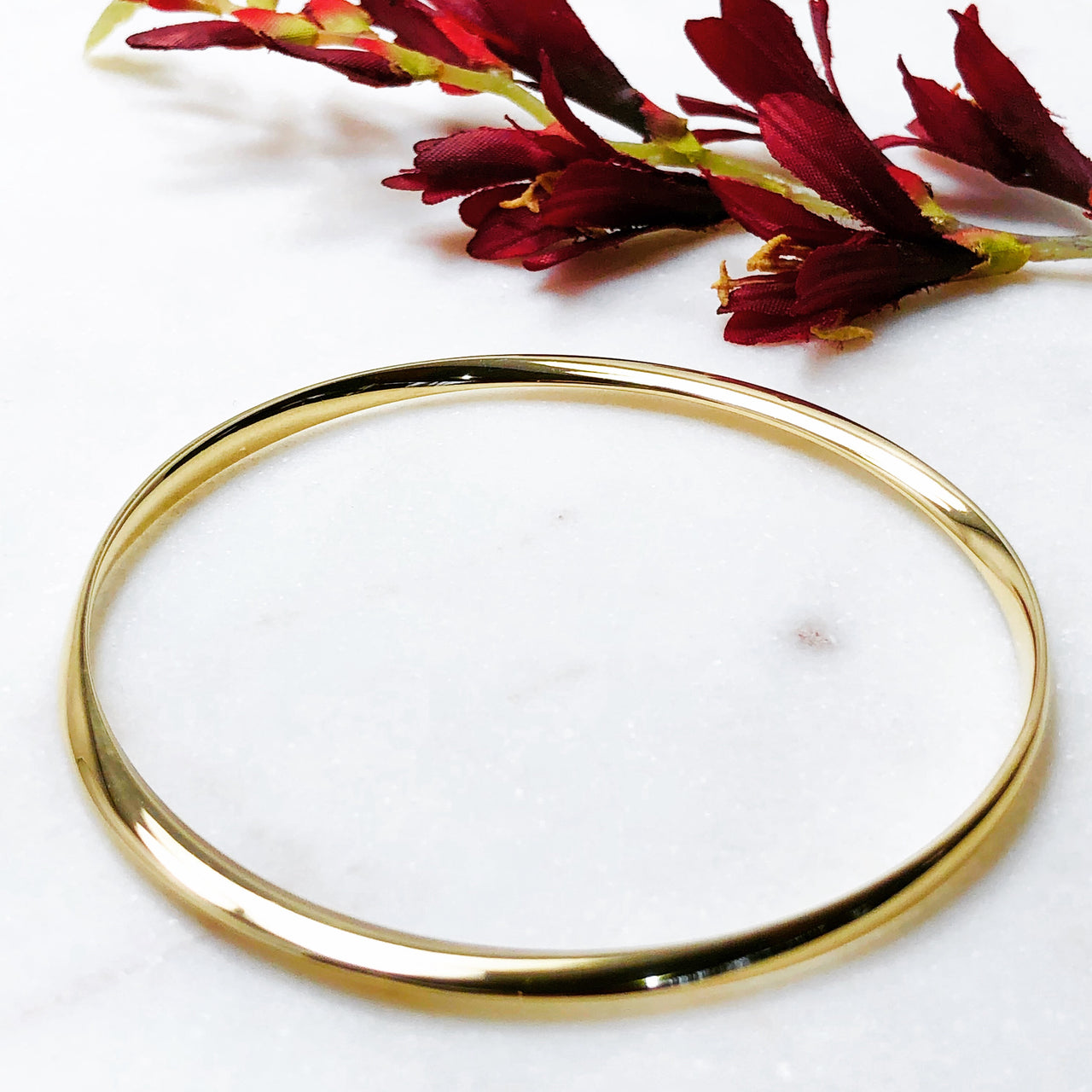 14K Yellow Gold Bangle Bracelet.