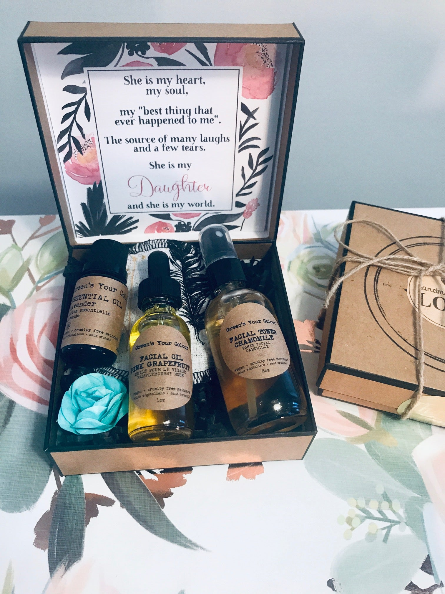 SUSTAINABLE SKINCARE GIFT KIT- VEGAN FACE TONER, FACE OIL, LAVENDER ESSENTIAL OIL, ORGANIC BAMBOO TERRY FACE PAD