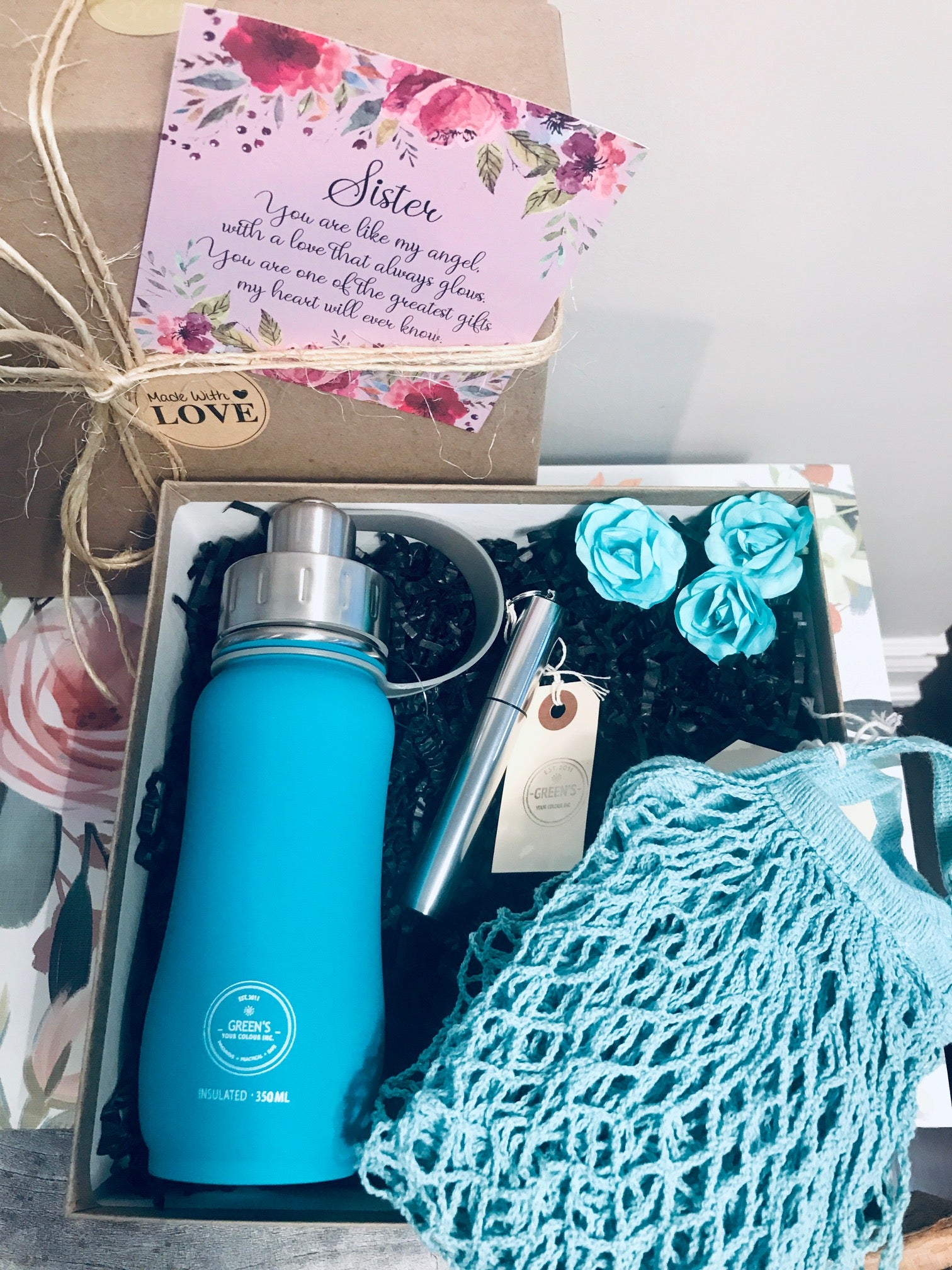 SUSTAINABLE GIFT KIT- 350ML 'JAMMIN' JADE' BOTTLE, SILVER TELESCOPIC STRAW/BRUSH, REUSABLE STRETCHY BAG