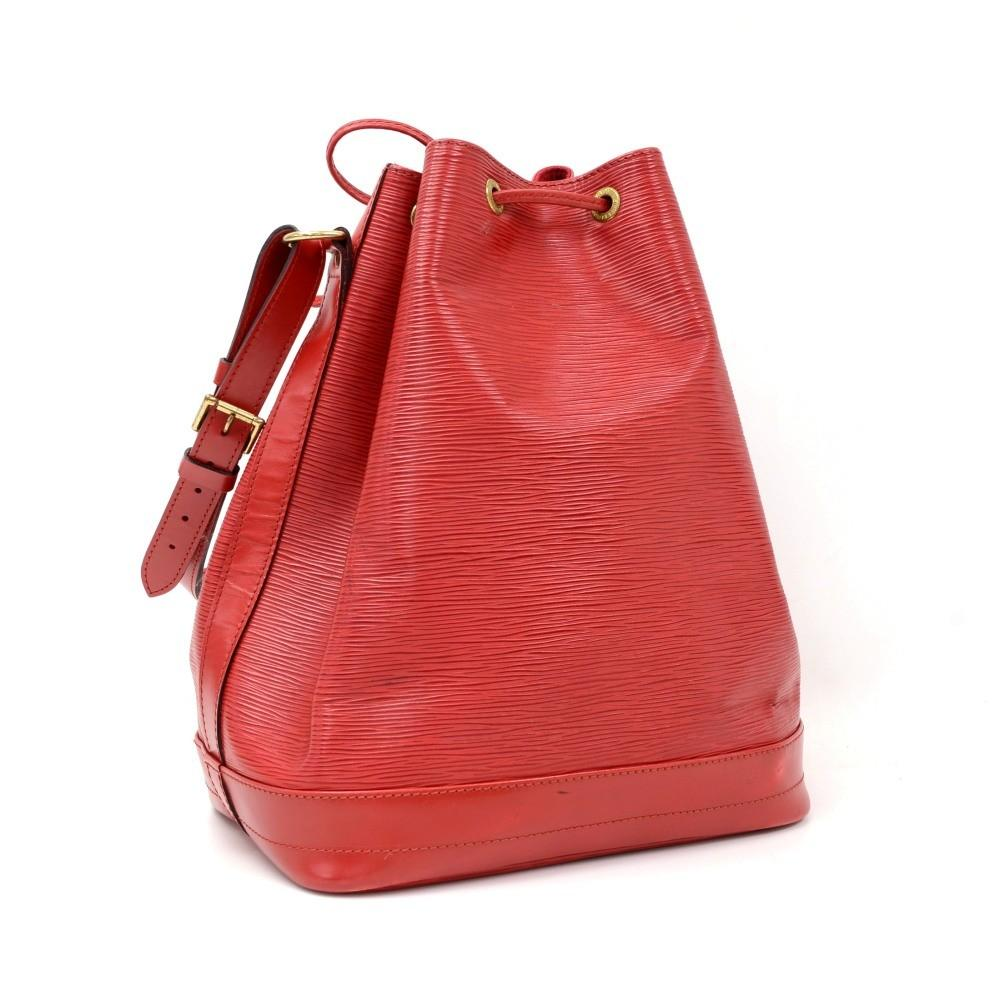 Noe Large Epi Leather Shoulder Bag