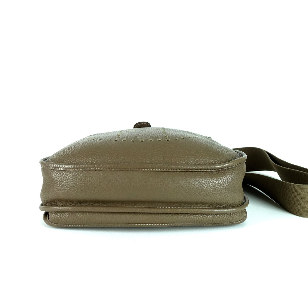 Evelyne III 29 Taurillon Clemence Leather Bag