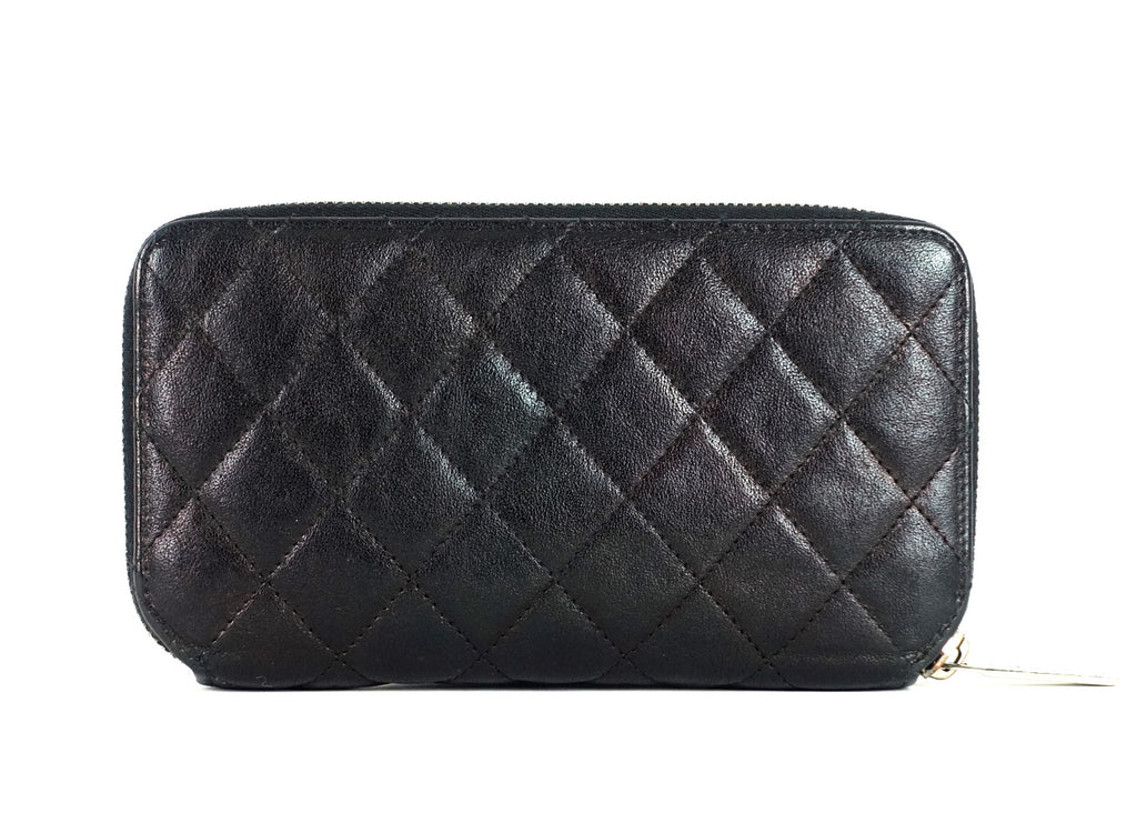Zipped Wraparound Quilted Calfskin Leather Wallet