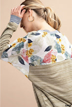 Heathered top with floral contrast sleeves and back yoke