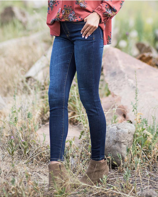 Classic mid-rise dark wash pull on jeggings