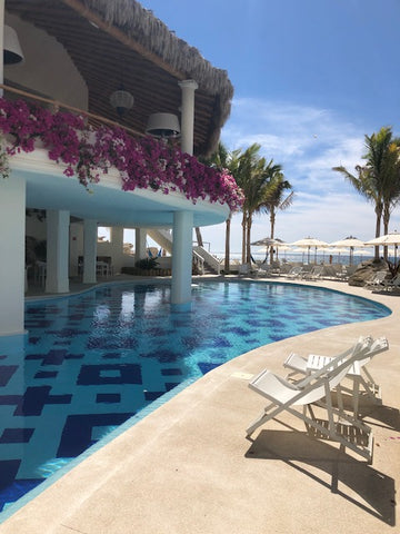 the pool at Mar del Cabo
