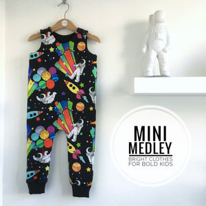 Party planet space man babies / children's dungarees