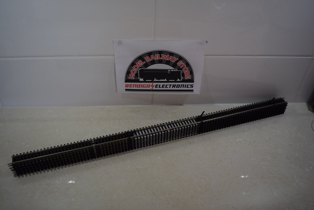Hornby R603 long straight 670mm track