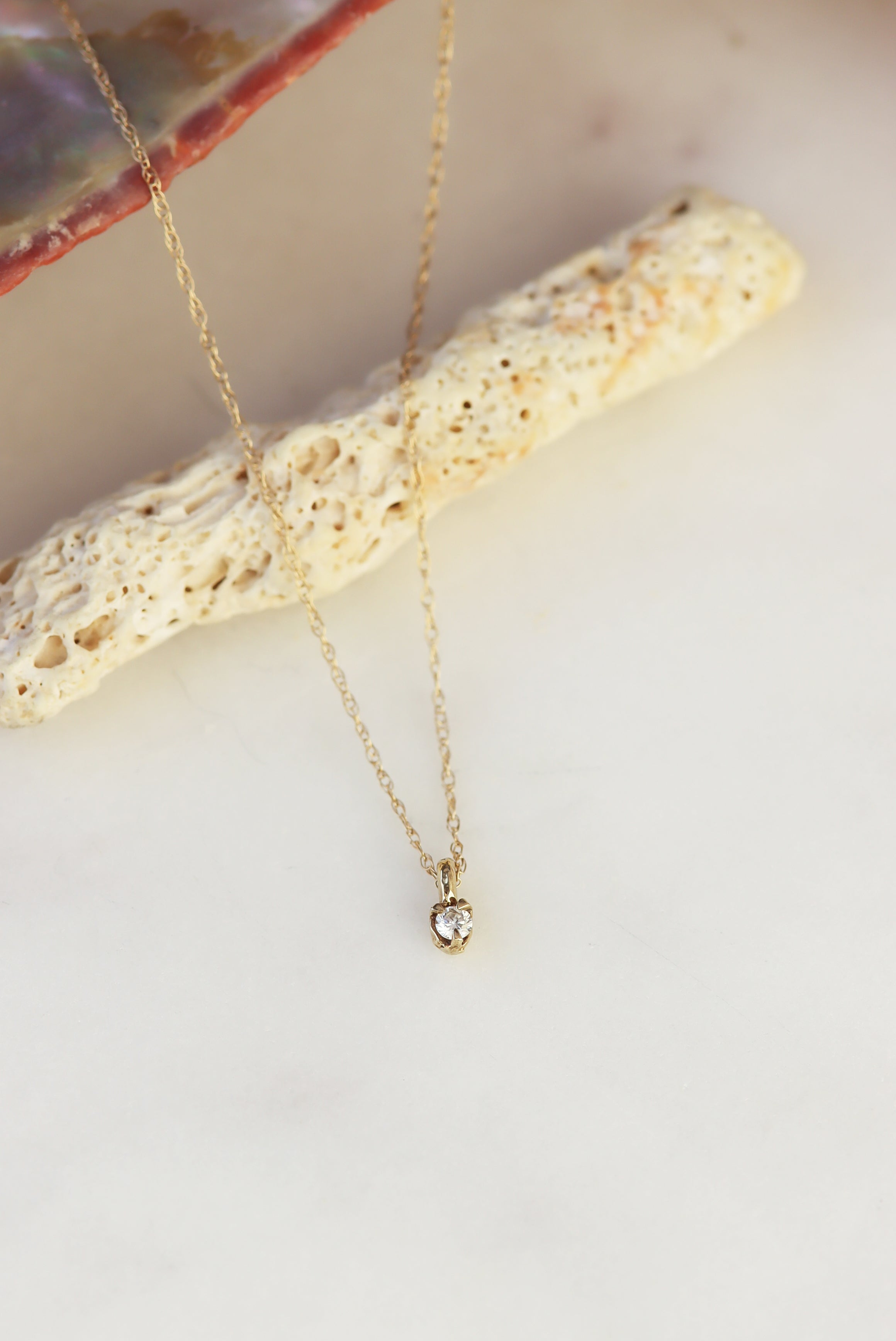 3-Must-Have-Necklaces-For-Your-Next-Beach-Visit-dainty-diamond-necklace