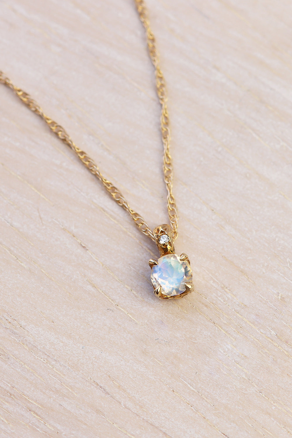 solid-gold-moonstone-necklace