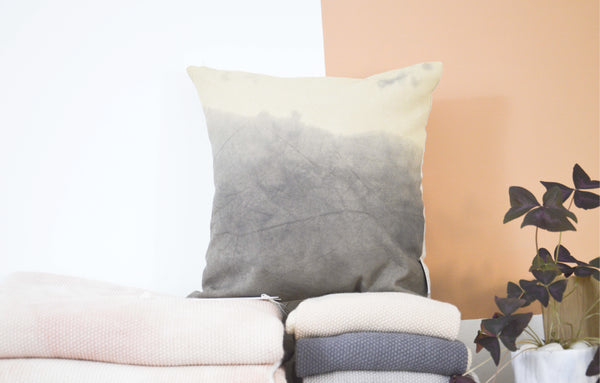 Coussin coton bio dégradé gris revers lin bio WAKA / organic cotton and linen ombré cushion