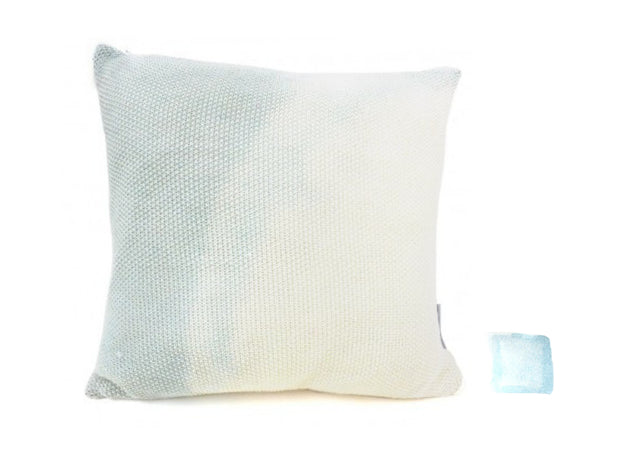 MINI WILO Petit coussin en laine merinos tricotée / knitted wool cushion