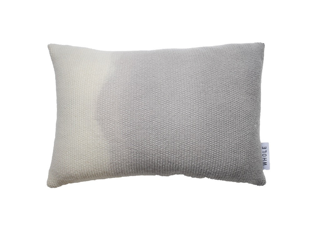 Coussin rectangulaire en laine tricotée WINI / merino wool knitted cushion