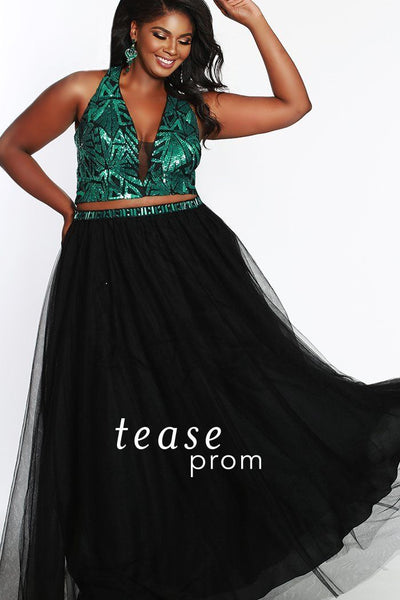 TE1833 in emerald green and black is a two piece with a sequined bodice has a deep V-neckline with bra-friendly straps. The A-line tulle fabric skirt starts with a natural waistline and has a beaded belt to match the top and pockets