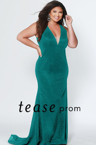 TE1911 plus size shimmer knit fit and flare dress with deep V-neckline, bra-friendly straps, fitted shimmer skirt and sweep train. Choose between Black, Green, Red and Sapphire.