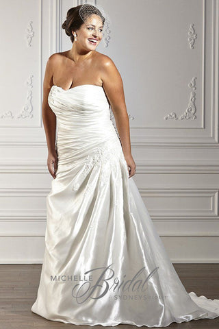MB1610 has a strapless sweetheart neckline with asymmetric pleating on the skirt