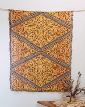 Load image into Gallery viewer, Wildflower rug in Ombre Mustard