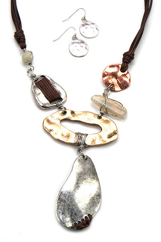 Metal Pendant Necklace Set