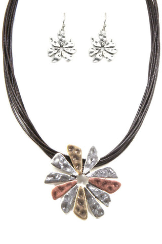 Metal Flower Pendant Necklace Set