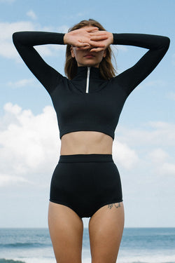 STORM HIGH NECK LONGSLEEVE CROP TOP - black