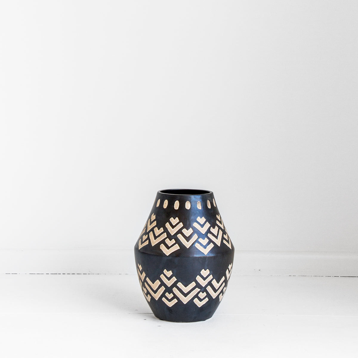 TRIBAL VASE - BLACK