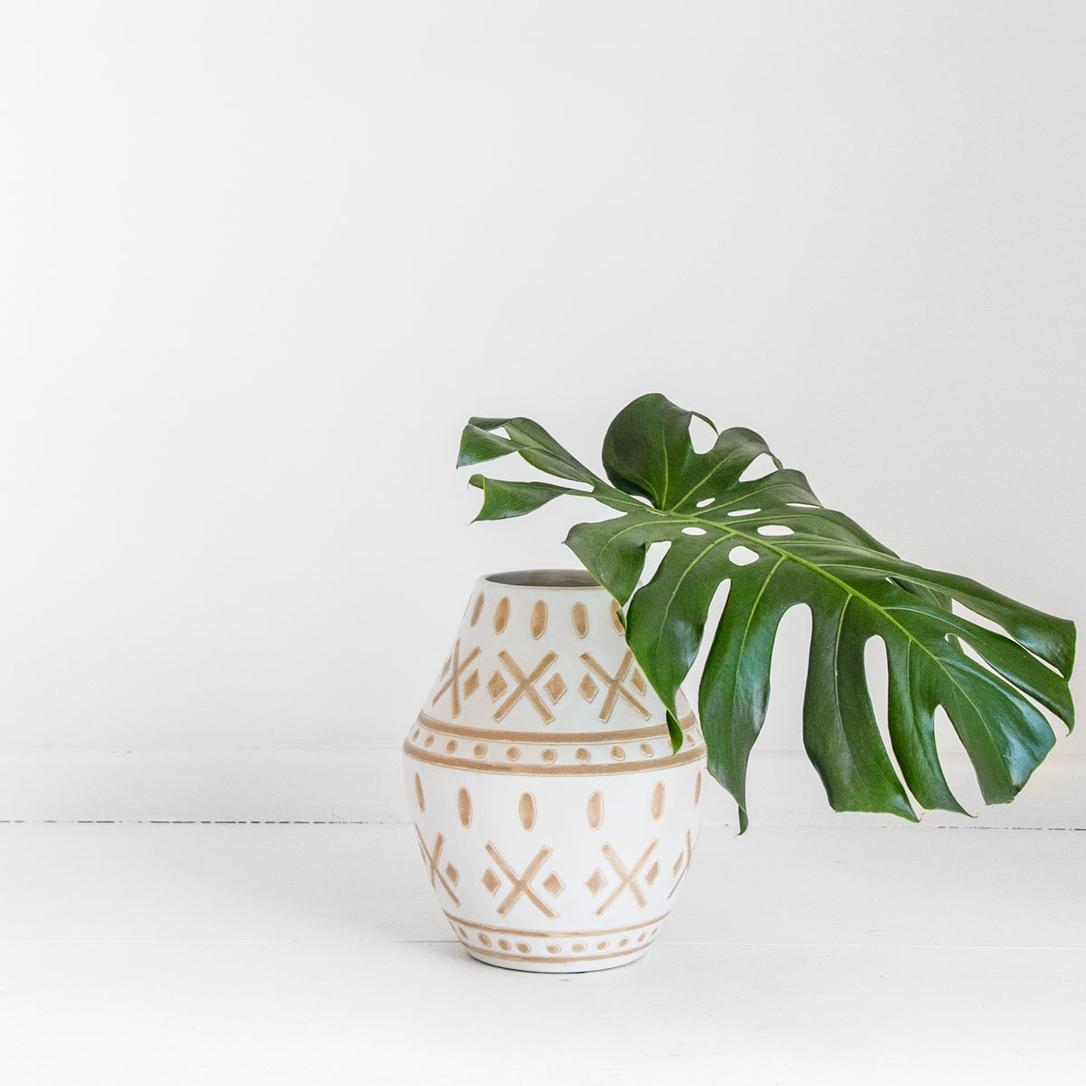 TRIBAL VASE - WHITE