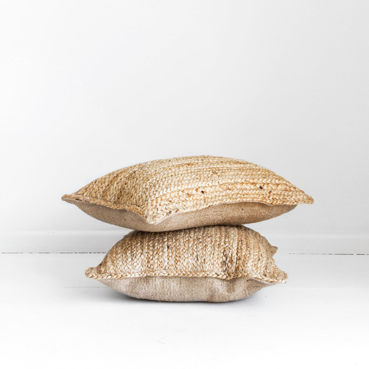 JUTE PLAIT BREAKFAST CUSHION