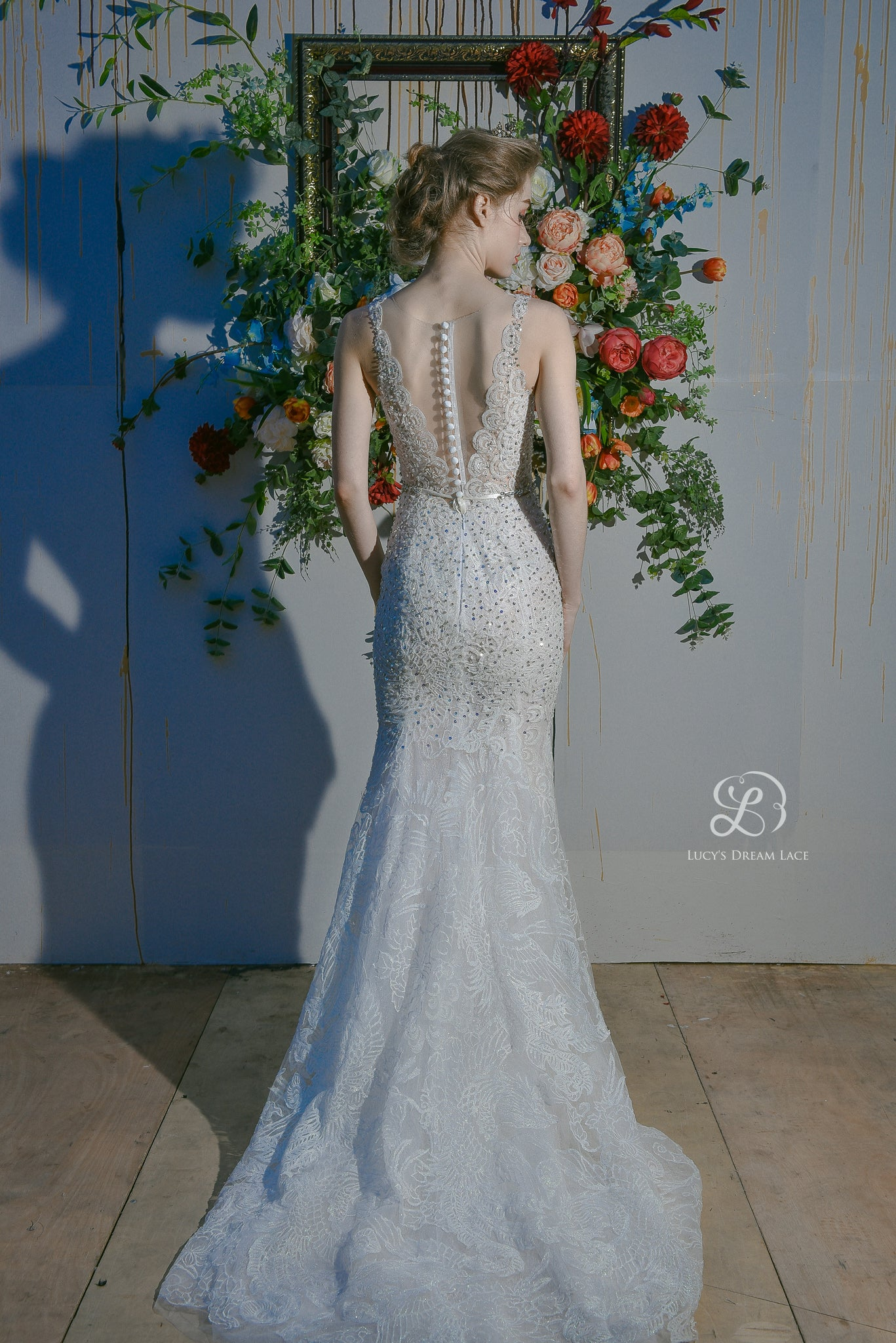 """PHOENIX DANCE"" 2-in-1 Embellished Lace Art Wedding Dress"