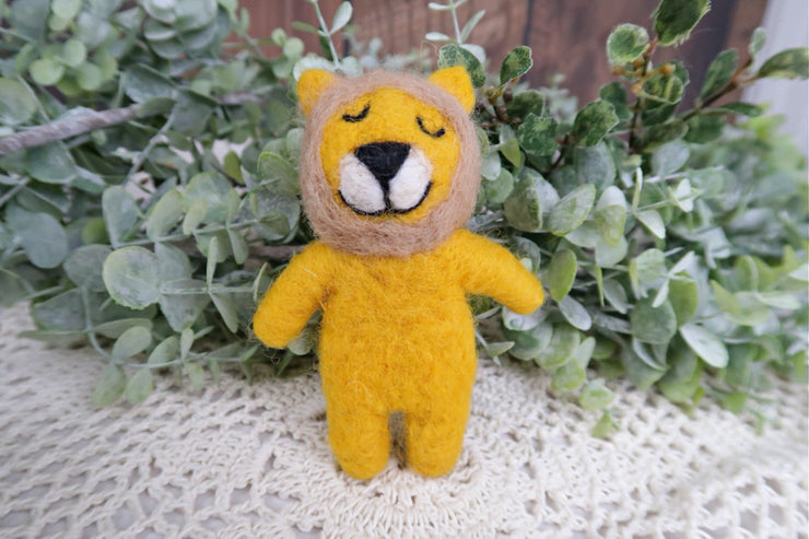 mini felted lion newborn baby photo prop from Custom Photo Props