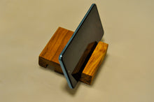 Load image into Gallery viewer, Base de celular - Teca - Jefh Woodshop