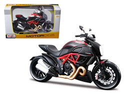 Ducati Diavel Carbon Bike 1/12 Diecast Motorcycle Model by Maisto
