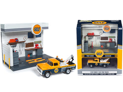 "1959 Ford F-250 Tow Truck and ""Gulf"" Service Station Diorama Set 1/64 Diecast Model by Johnny Lightning"