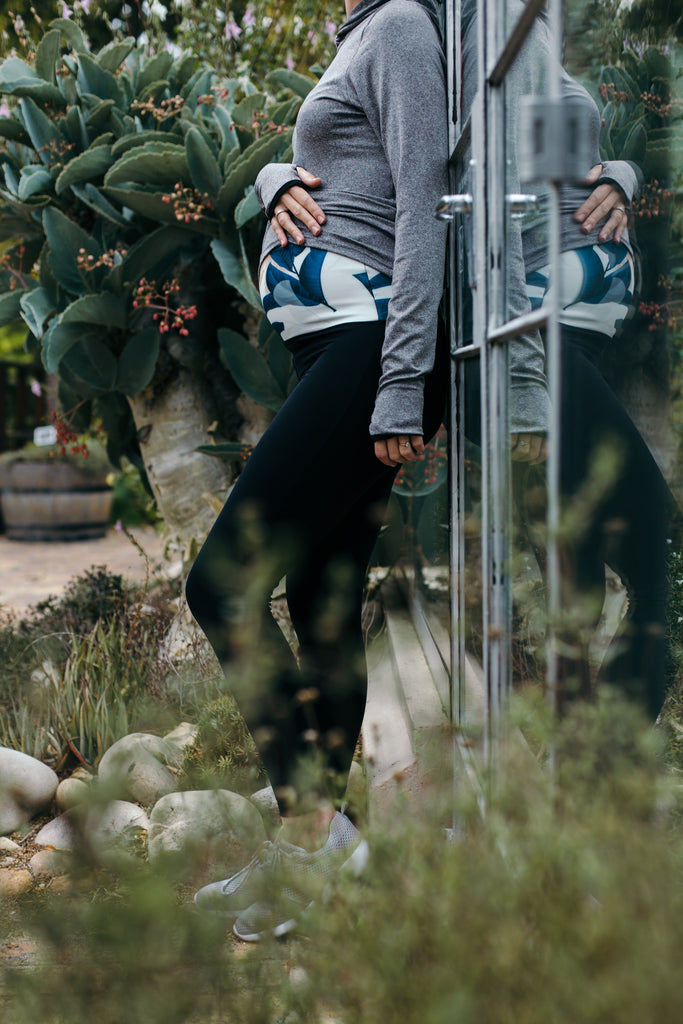 THE LEAFY FOLD OVER LEGGINGS | BLACK