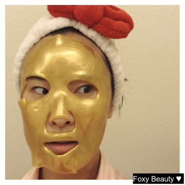 When the skincare is good but it makes you look like a wealthy creeper 👀 I just run with it 😂 Putting the  #goldmask through its paces! Buy your Gold Mask from Foxy Beauty.