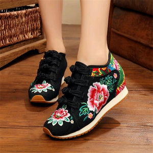 Flower Embroidered Sneakers Black / 4