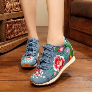 Flower Embroidered Sneakers Blue / 4