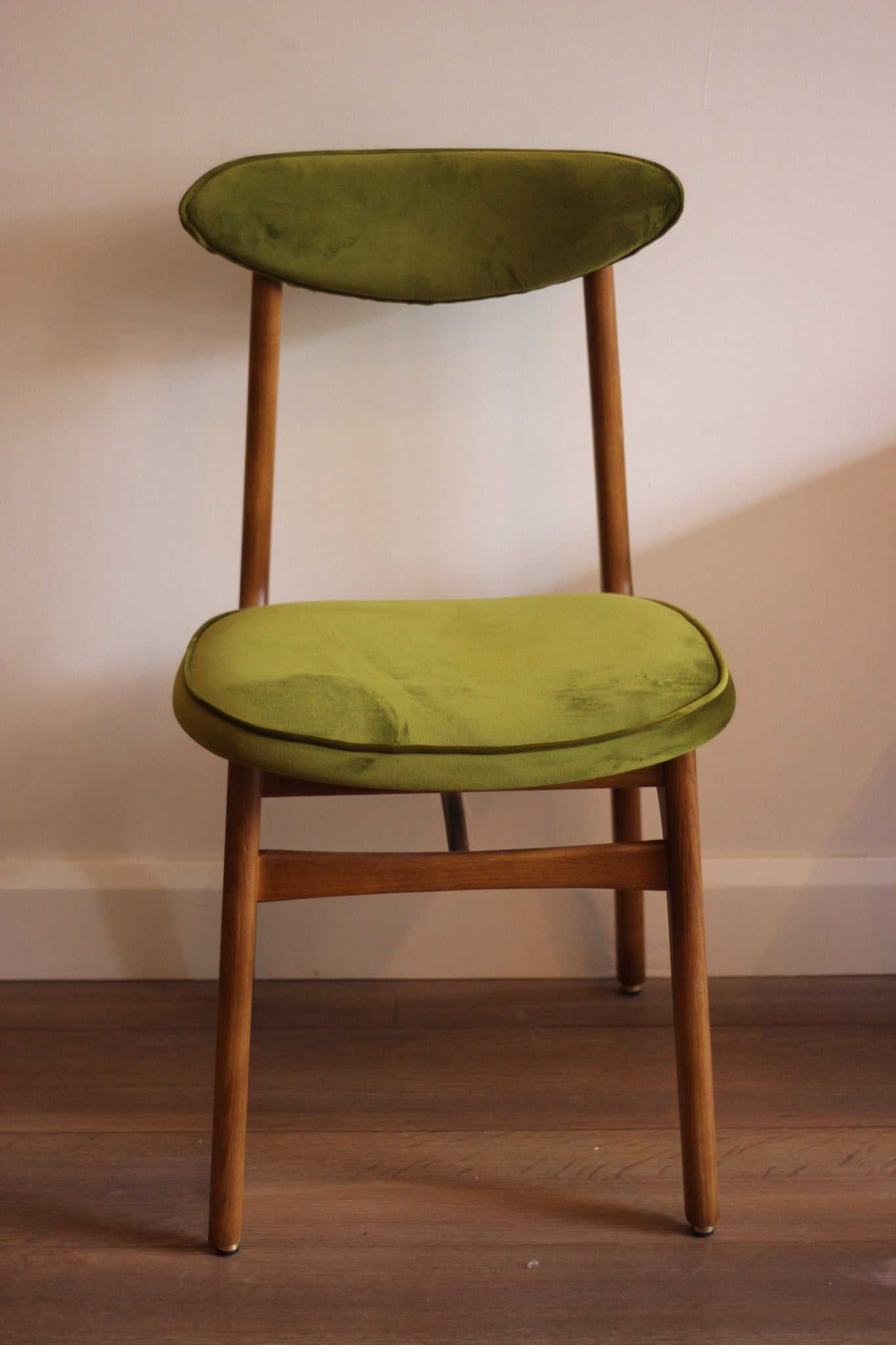 200-190 Dining Chair - Mid Century Design