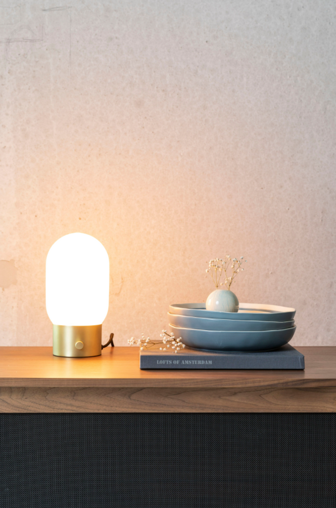 Urban Gold Charger Table Light