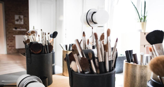 The Different Types Of Eyeshadow Brushes - And When To Use Them!