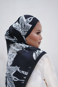 AYLEBARAN 2021 Printed Shawl in Almond London