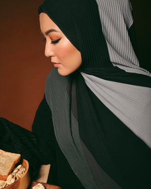 #AYARABIA Pleated Shawl in Black