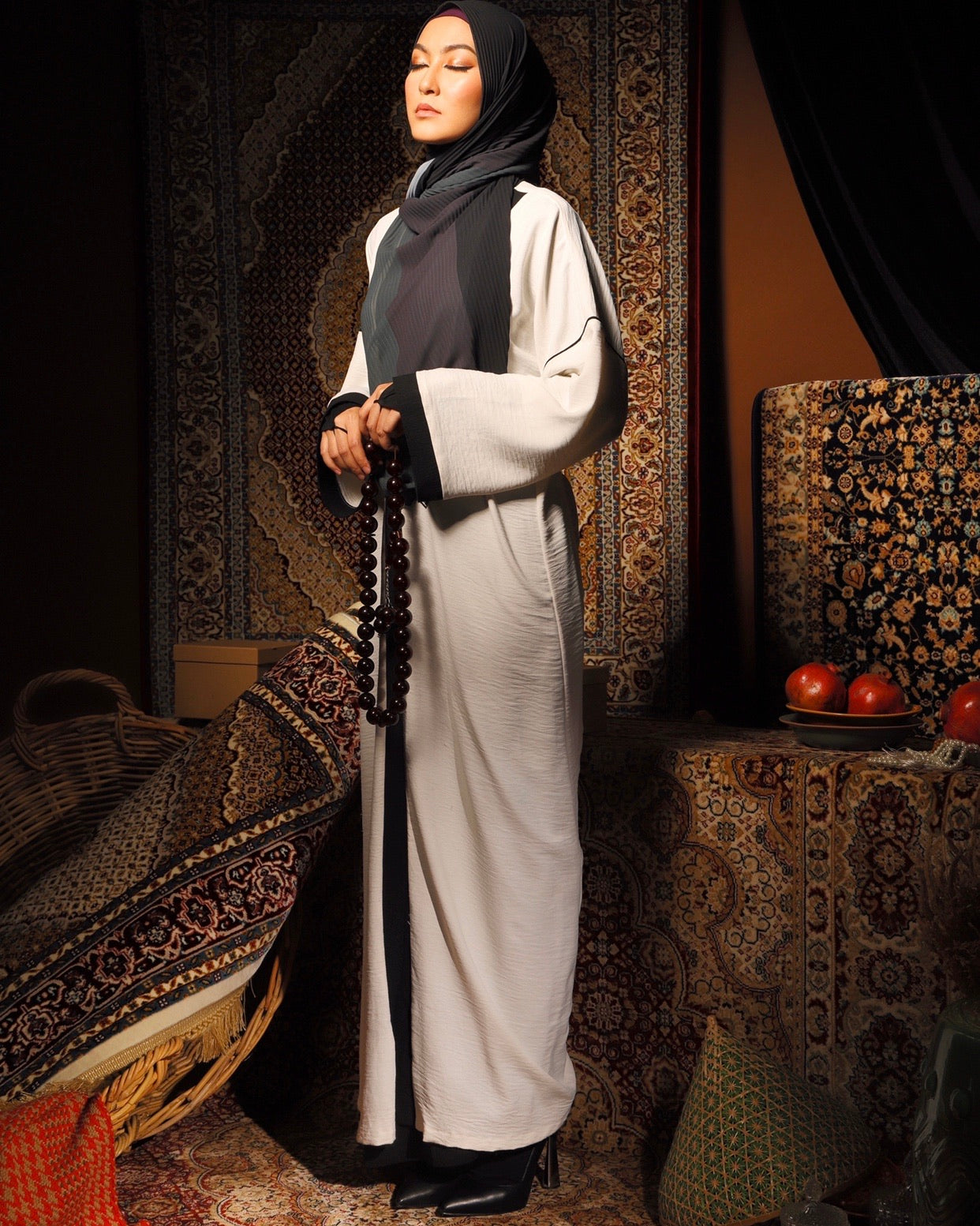 #AYARABIA White Abaya with Black Pipping