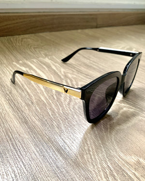 #AYSHADE Classic Round Sunglasses with Black Chain