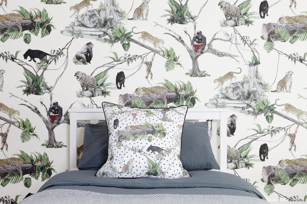 jungle animal wallpaper has all the best wildlife for your children to enjoy in their bedroom or playroom.  Including gorillas and leopards.