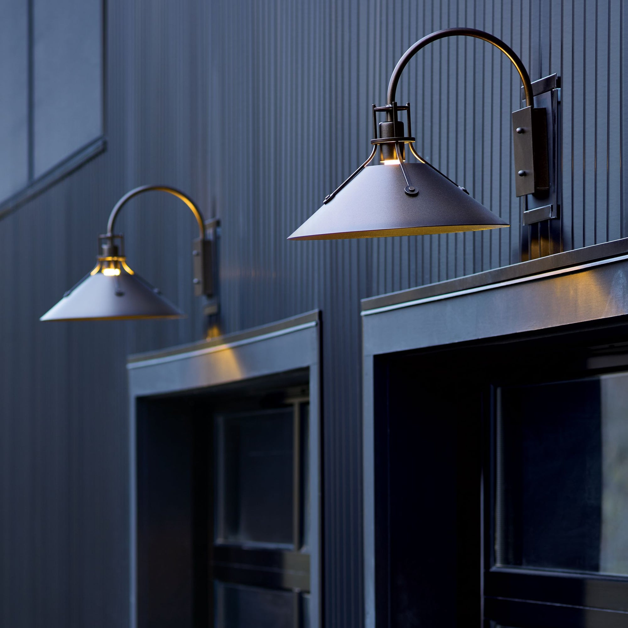 hubbardton forge henry medium outdoor sconce form function