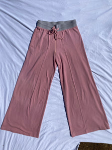 The pink birdseye bell bottoms ompant