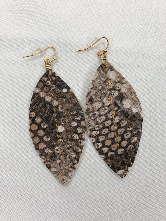 Brown Snakeskin Fabric Feather Shaped EarringsTake your outfit to the next level with OC Social Butterfly's accessory collection. Our collection of earrings is one of a kind. Simple, beautiful and elegant pieces can complete any look. Ships from the USA, unique style, fashion trends, jewelry